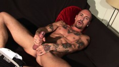 Ripped bald hunk Alexx Desley juices his monster cock for cum