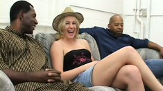 Lucky black beef cakes have fun plowing a blonde heartbreaker