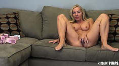 Lisa DeMarco toys her cunt and gives you a good view of that honey pot