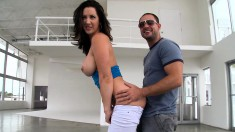 Sexy Jayden Jaymes shows what it's like to work with a pro and get fucked
