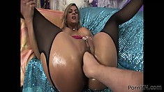 Crummy bitch Klarisa feels big fist up her amazingly wet pussy