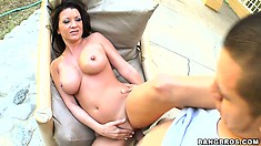 Curvy cougar gets her snatch filled up in an outdoors POV film