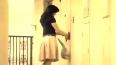 Amateur Japanese shows her ass outdoor