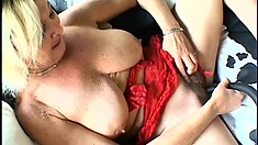 Mature slut with sagging breasts and hairy snatch plays with long toy