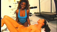 Fit black babe goes down on her skinny girlfriend and fucks her