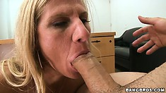Bodybuilder MILF slut banged and sucking cock like a young babe